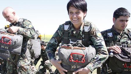 las-mujeres-bulgaras-ya-pueden-servir-en-submarinos.jpg